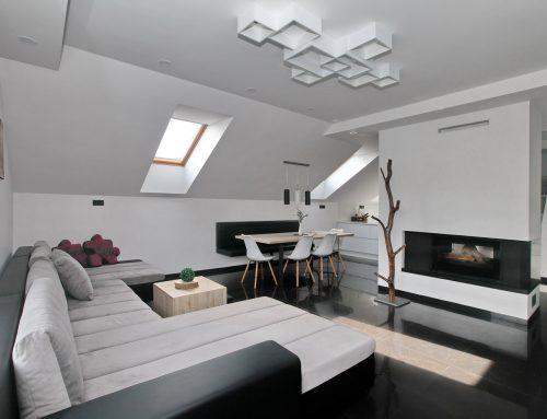 Apartament la mansardă în alb și negru